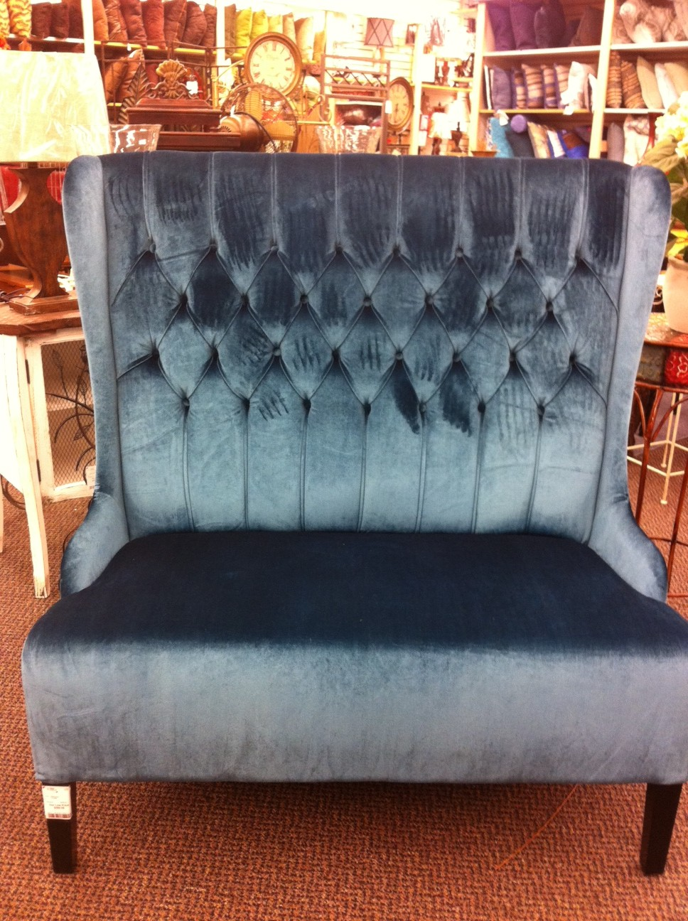 This Velvet Turquoise Settee Screams Cosmopolitan And Chic From Every Angle The Diamond Tufting On High Back Gives